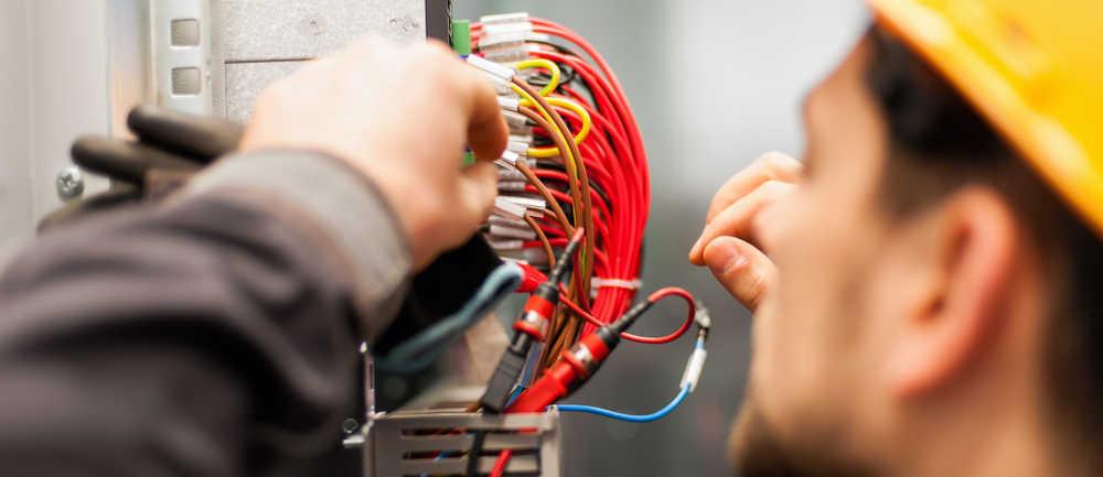 Conoce los requisitos y normativas para realizar una instalación eléctrica en tu vivienda